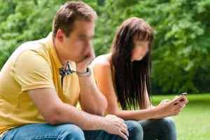सेल फोन रिश्तों पर डालते हैं नकारात्मक प्रभाव, जानिए कैसे..