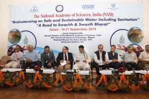 """""""ए रोड टू स्वच्छ एंड स्वस्थ भारत"""" विषय पर आयोजित सेमिनार के उद्घाटन सत्र में मंत्री"""