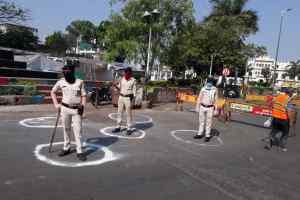 Corona Alert Indore : संभागायुक्त और आईजी पहुँचे चंदन नगर, सीमावर्ती क्षेत्रों का भी किया भ्रमण