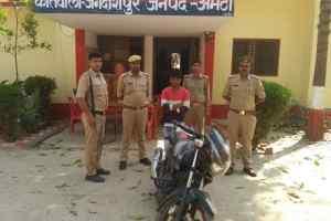 पुलिस द्वारा चोरी की 1 मोटरसाइकिल के साथ वाहन चोर गिरफ्तार